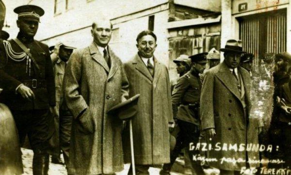 19 Mayıs ı Atatürk ün yanındaki isimden dinleyin #1