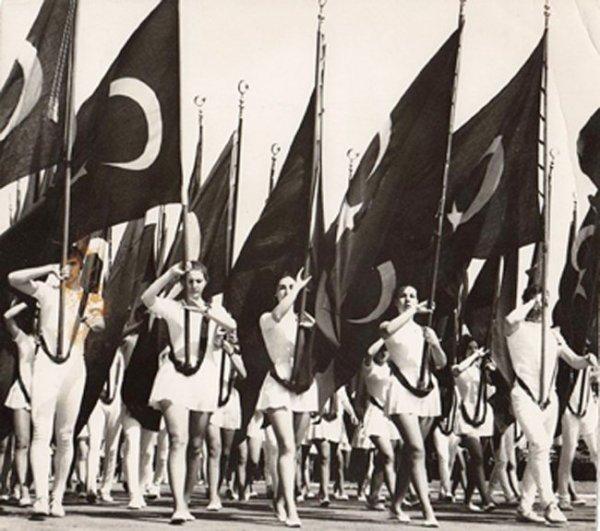 19 Mayıs ı Atatürk ün yanındaki isimden dinleyin #5