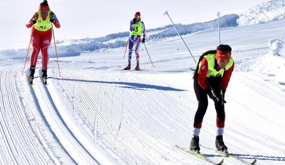 Kayaklı Koşu Uluslararası FIS Yarışması Erzurum'da başladı